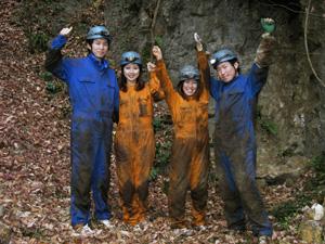 洞窟探検、ケイビングツアーの洞...